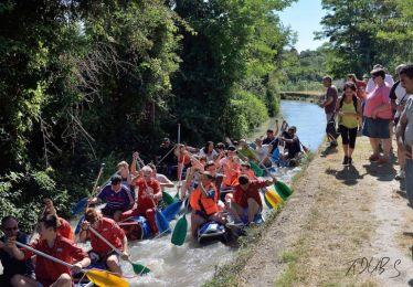 La course de radeaux sur le canal en images