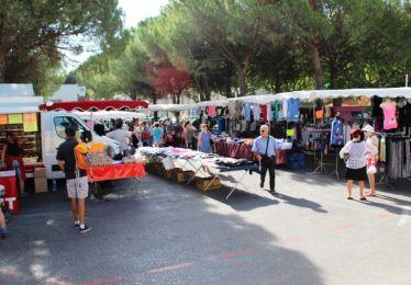 Marché hebdo-déplacement forains place Granier